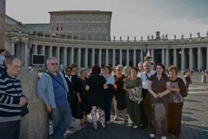 alcuni pellegrini a S. Pietro